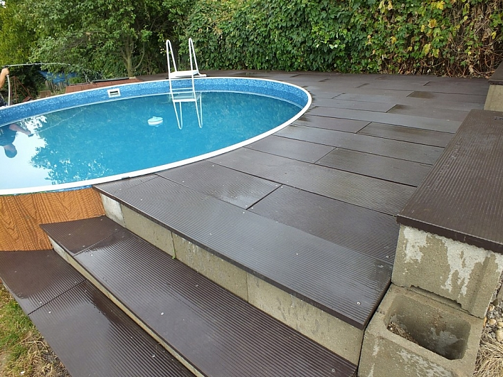 Terasa k bazénu z Traplastu