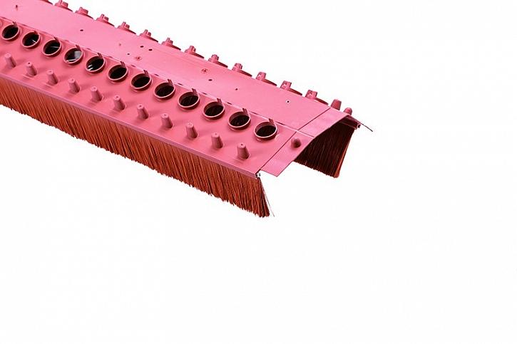 Větrací pás pro intenzivní větrání hřebene a nároží a pro minimalizaci vnikání dešťové vody do střešního pláště