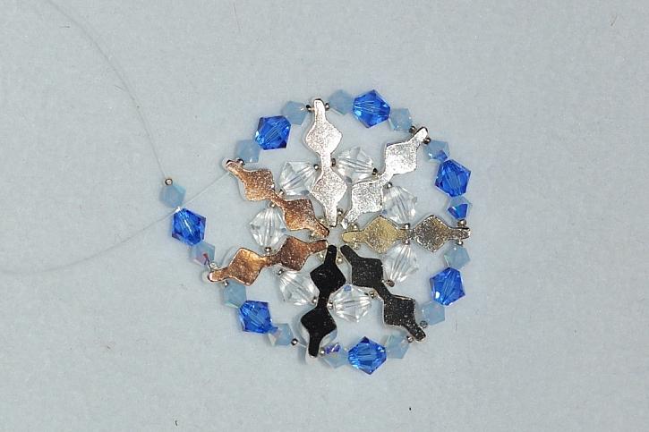 Sněhová vločka - jak vyrobit přívěsek z korálků