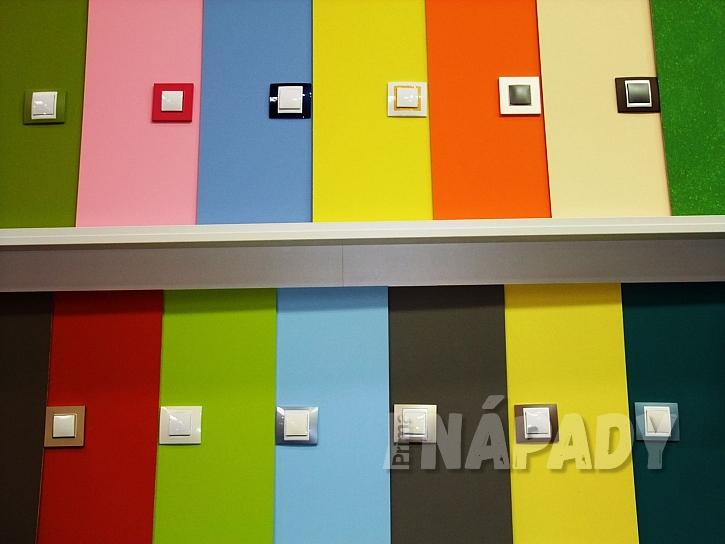 Různé barvy vypínačů