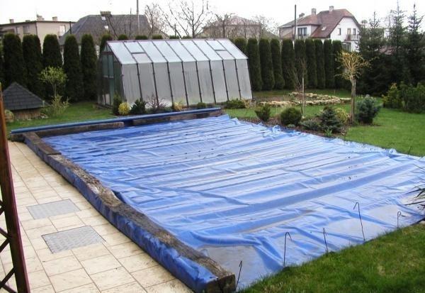 I když používáme podomácku vyrobené zakrytí bazénu, mělo by splňovat určité požadavky, především na bezpečnost