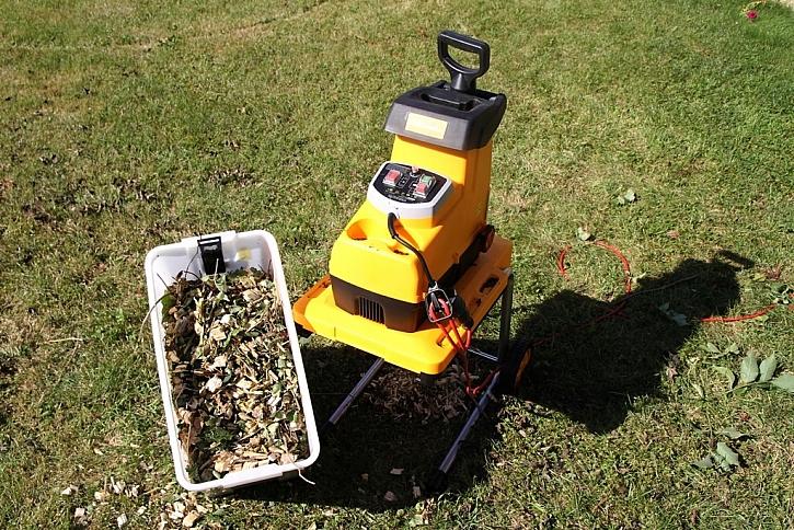 Drtič větví Riwall pro snadný úklid zahrady