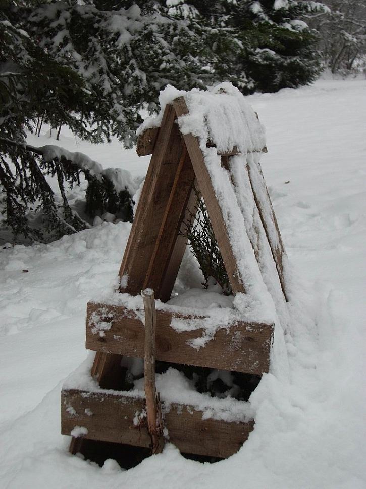 Pevnější ochranou před sněhem bude dřevěná konstrukce