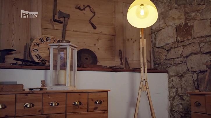 Hodila by se vám doma originální lampa ze starých berlí? (Zdroj: Návod na nevšední lampu ze starých berlí)