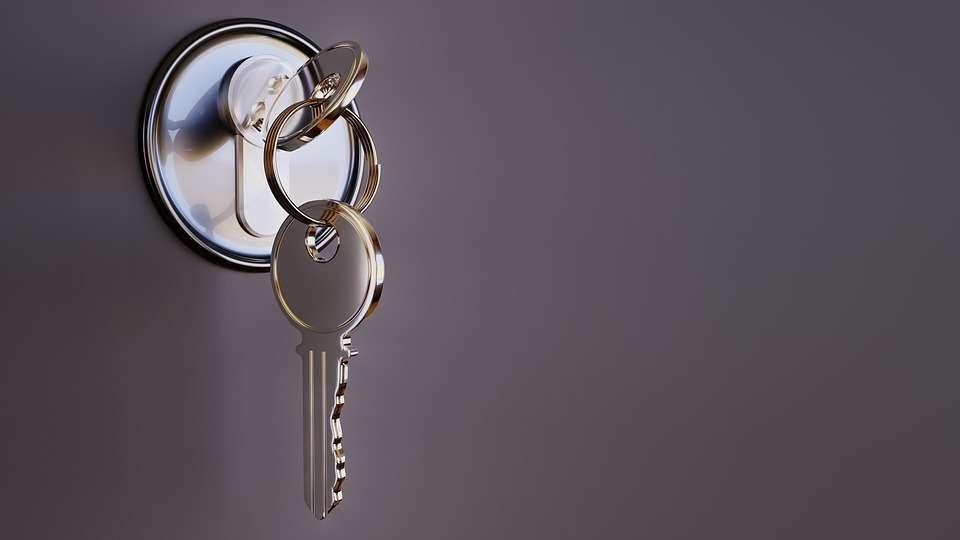 Bezpečné dveře se neobejdou bez kvalitního zámku: jak se vyznat v bezpečnostních vložkách?