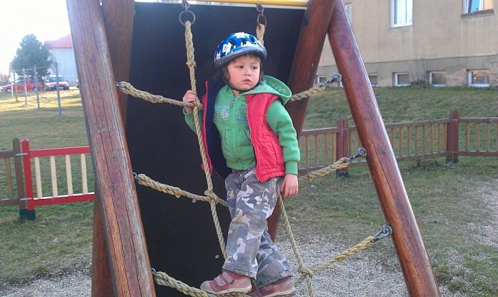Antikutil - když dětské hřiště pláče