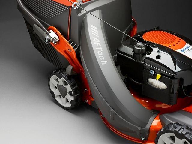 S novou sekačkou Husqvarna LC 348V posbíráte více trávy