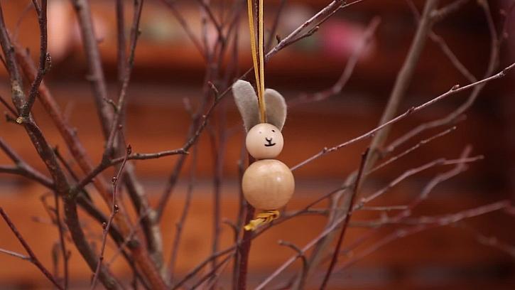 Vyrobte si přívěsek z korálků ve tvaru zajíčka