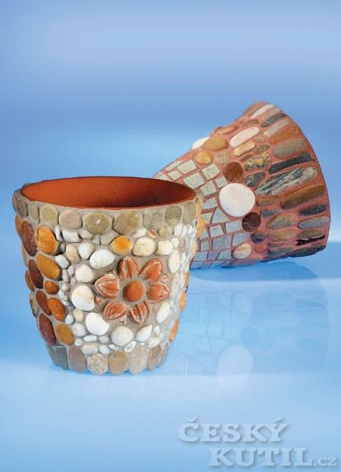 Reliéfní oblázková mozaika