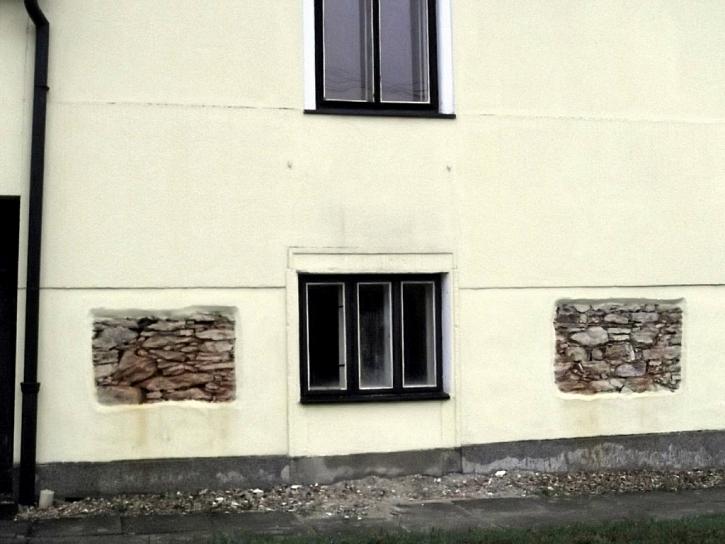 Antikutil - z nouze ctnost aneb zděné okno