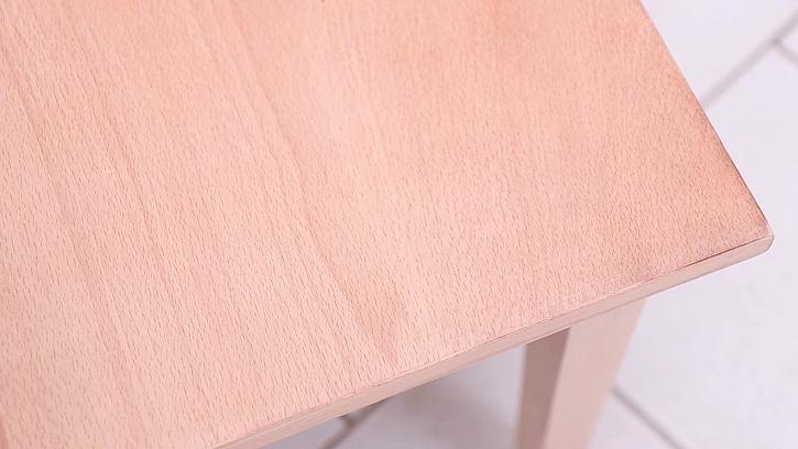 Obroušená deska stolku