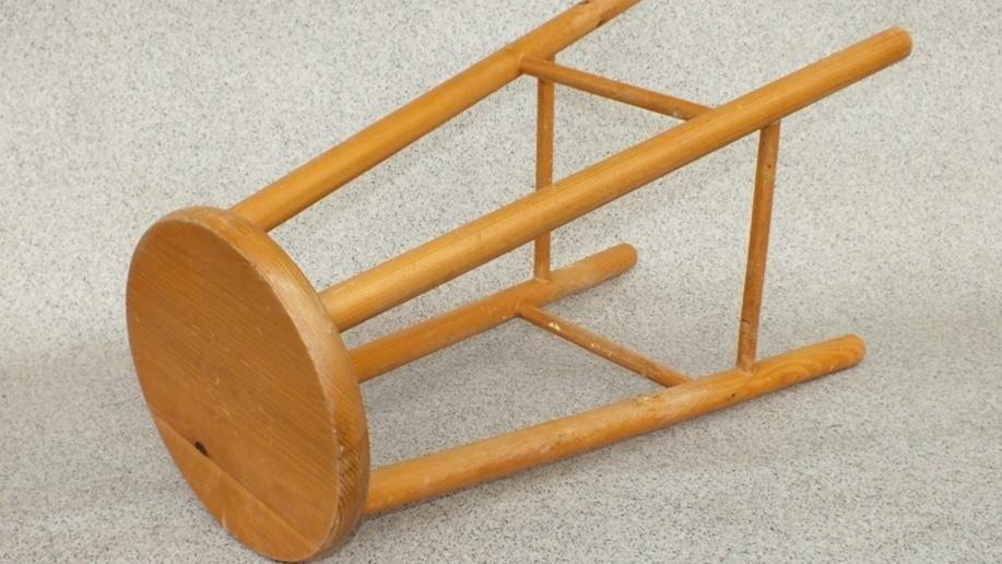 Oprava dřevěné židle disperzním lepidlem krok za krokem