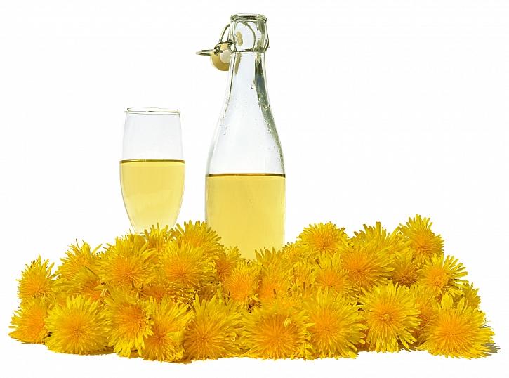 Pampeliškové víno je hitem jara (Zdroj: Depositphotos)