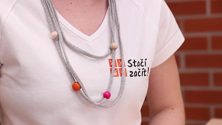 Výroba náhrdelníku z tričkoviny a korálků