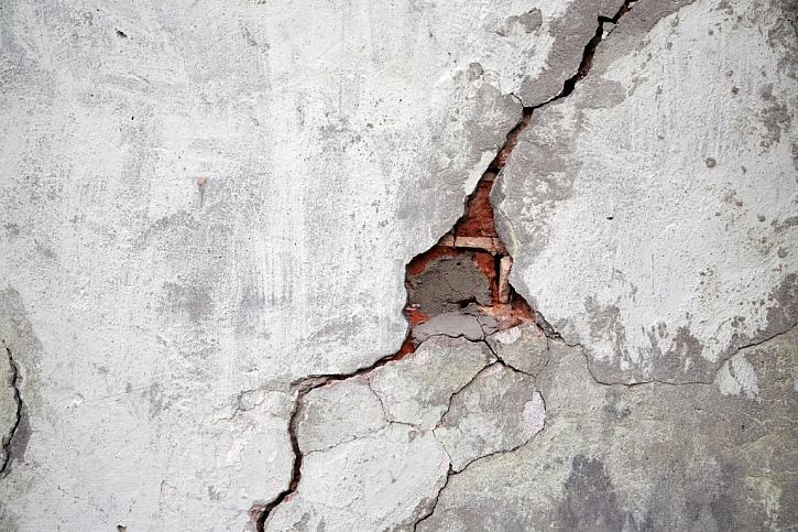 Volba materiálu pro opravu steny záleží na typu a rozsahu poškození