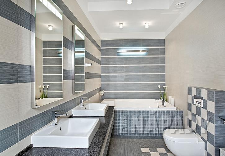 Moderní koupelna v šedobílém provedení