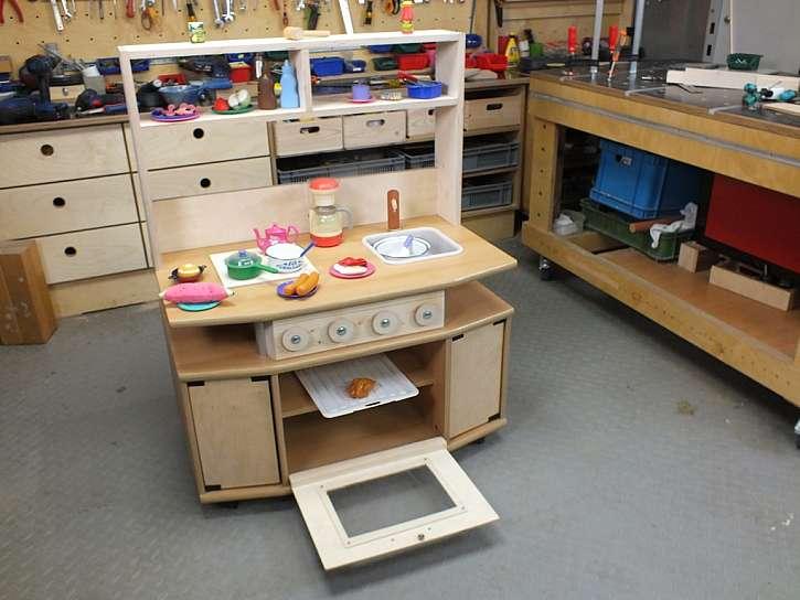 Vyrobte malou dětskou kuchyňku, je to snadné (Zdroj: Prima DOMA)
