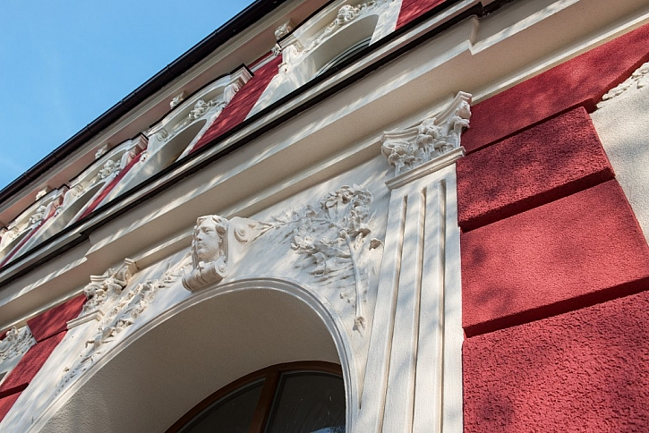 Další vousatý dům stojí v Českých Budějovicích