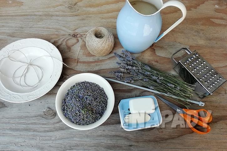 Mýdlová koule s levandulí: co budete potřebovat