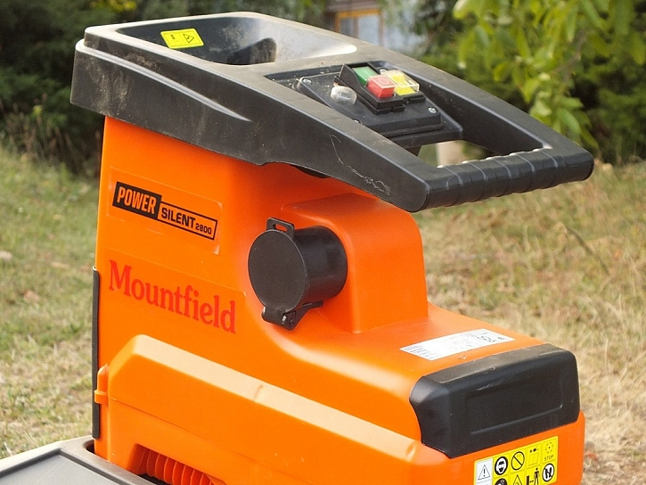 Podzimní úklid se neobejde bez štěpkovače Power Silent 2800