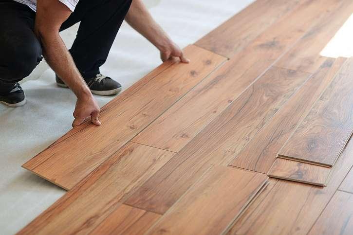 Vinylové podlahy jsou stylové a praktické. Ukážeme vám jak je pokládat