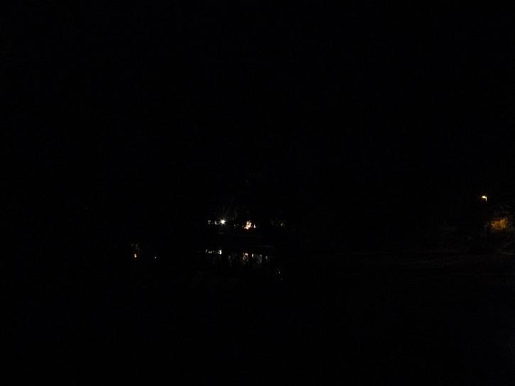 Takhle vypadá tma a jen pár světýlek v dálce