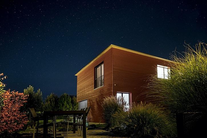Chcete úsporný dům? 4 důvody, proč zvolit dřevostavbu (Zdroj: Fabrice Villard on Unsplash)