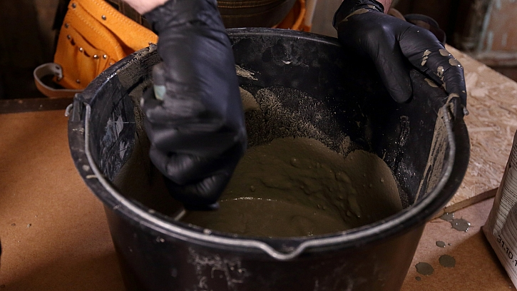 Betonové boty: rozmícháme cementovou hmotu