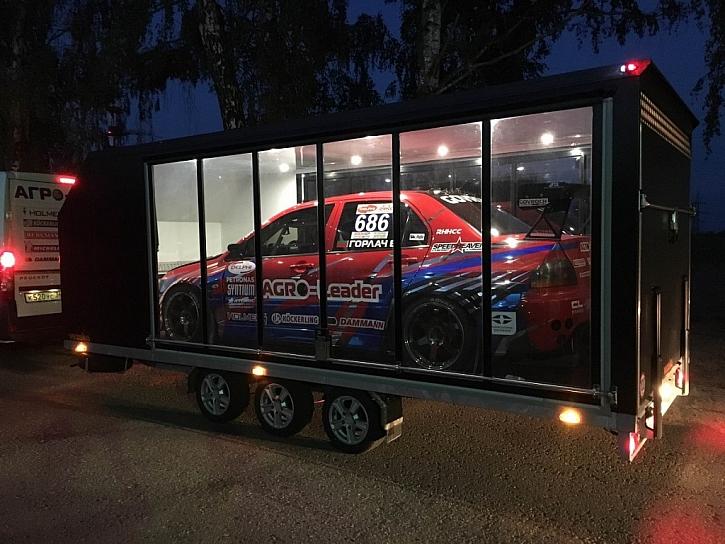 Autopřepravník VEZEKO – auto jako ve vitríně
