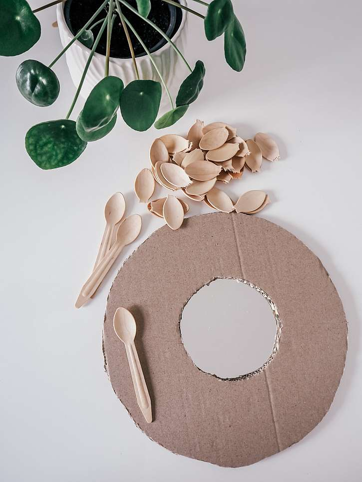 Lžičky, papírový kruh