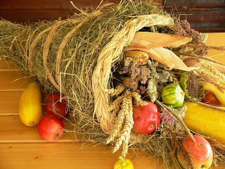 Návod na výrobu Rohu hojnosti, barevné podzimní dekorace, která vaší domácnost ochrání před podzimním nečasem