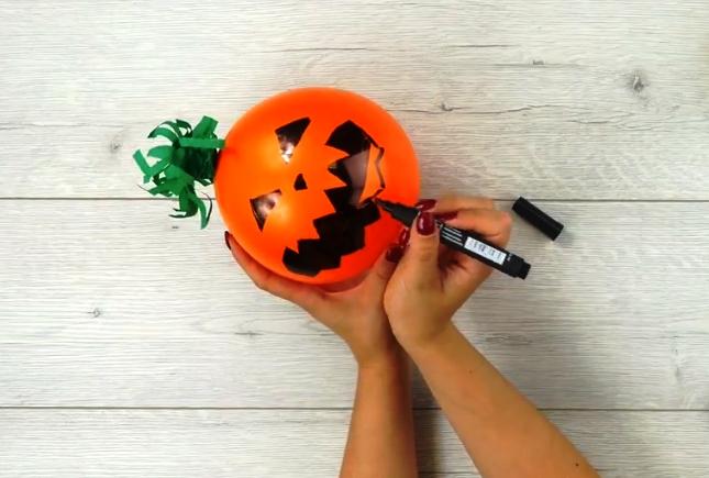 Dýně z balonku: Skvělá výzdoba na halloweenský večírek