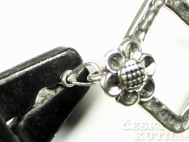 Růže v trní aneb výroba korálkového náhrdelníku s růženínem trochu jinak