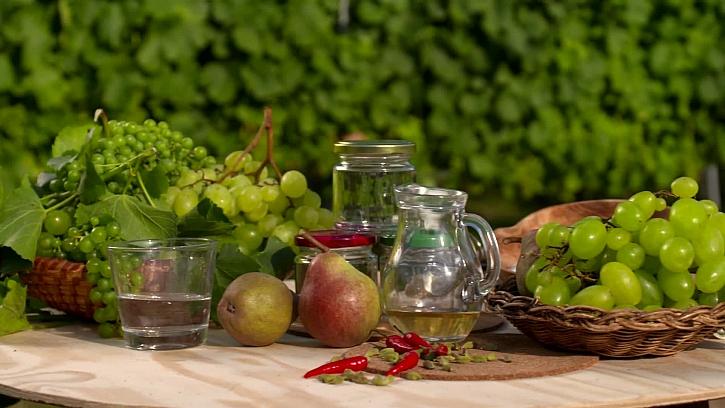 Návod na výrobu vinného želé s hruškami a chilli papričkou (Zdroj: Vyrobte si lahodné vinné želé)