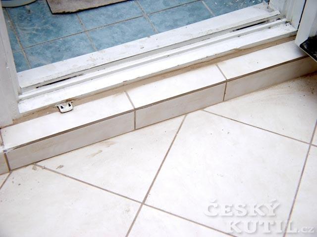 Jak utěsnit okna a dveře - lišty, pěny a tmely