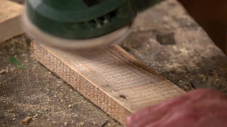 Broušení dřevěné desky