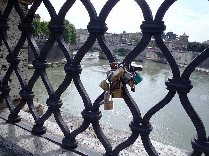 Darujte visací zámek na Valentýna