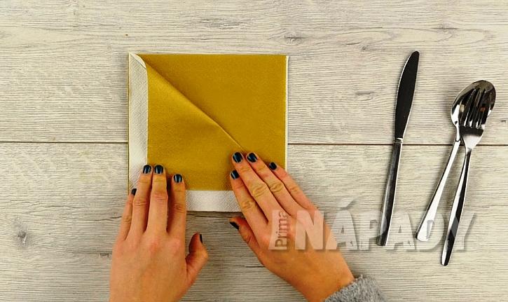 Kapsička na příbor z papírových ubrousků 2