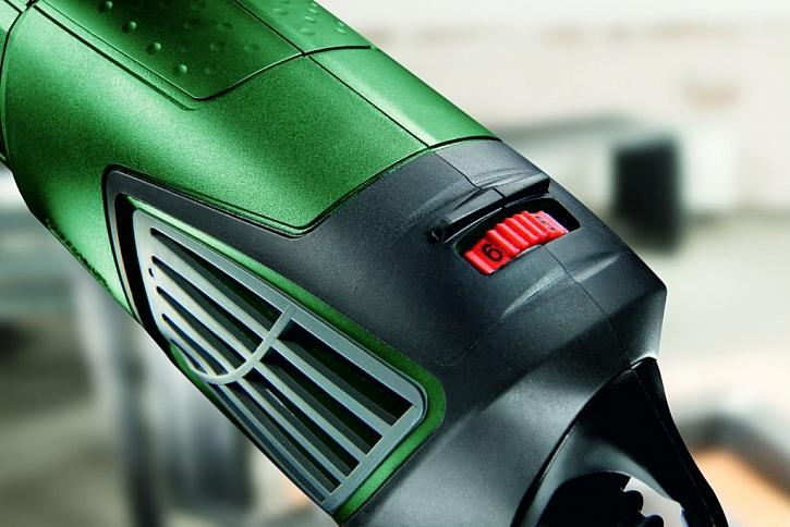 Praktický, ergonomicky umístěný, regulátor otáček úhlové brusky