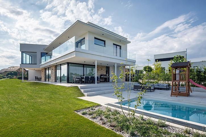 Moderní, stylově čistý, zděný dům z cihel (Zdroj: Tomáš Dittrich)