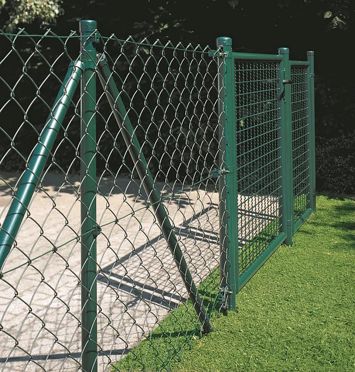 Stavba drátěného plotu