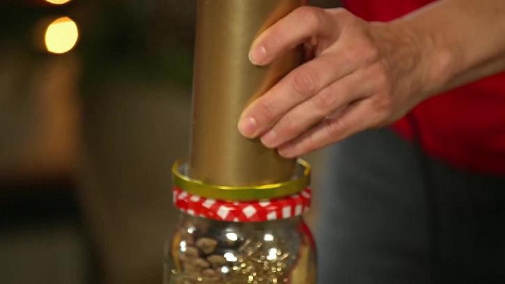 Zlatá vosková svíčka