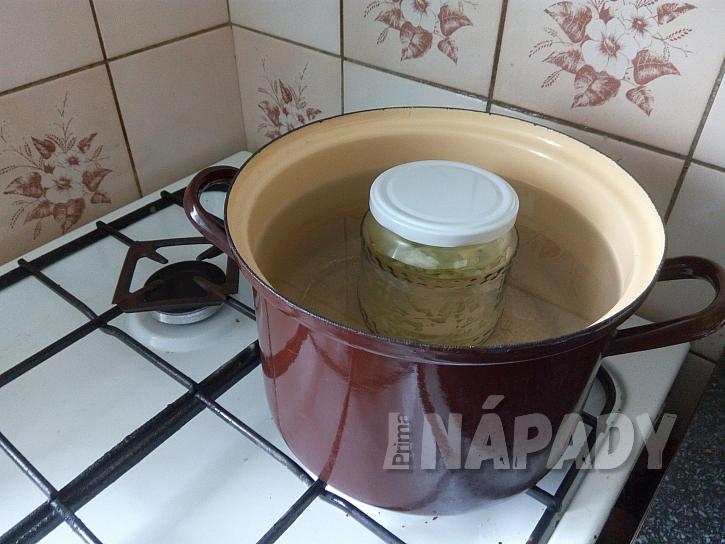 zavařený okurkový salát