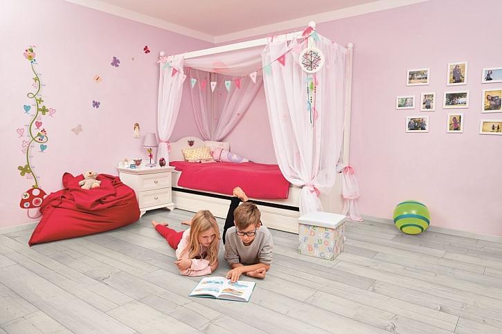 růžový dětský pokoj
