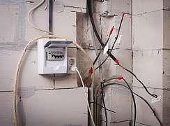 Schovejte elektrické kabely pod sádrokarton snadno a profesionálně