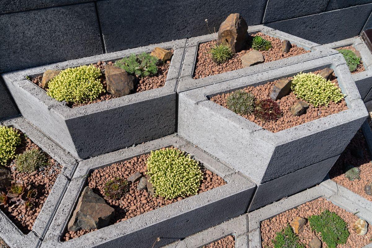 Zahrajte si a vylepšete zahradu z betonových prvků Playstone