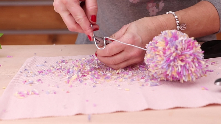 Jak vyrobit dekorativní srdcový střapec