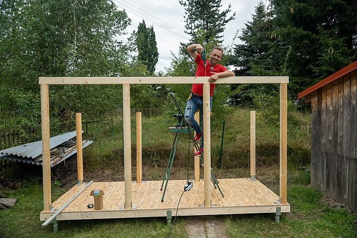 Stavba dřevníku