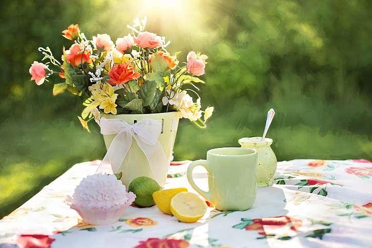 Růže na stole