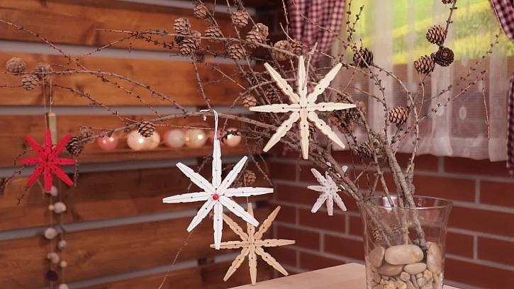 Jak si vyrobit originální vánoční dekoraci z kolíčků